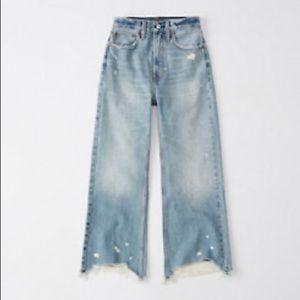 A&F Women's Ultra High-Rise Cropped Wide Leg Jeans